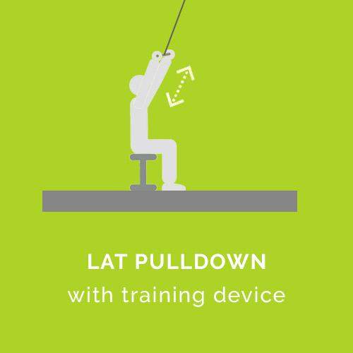 Latzug mit Trainingsgerät